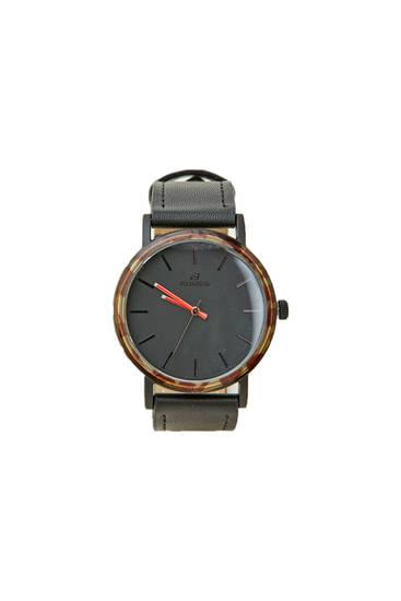 Reloj negro detalle carey