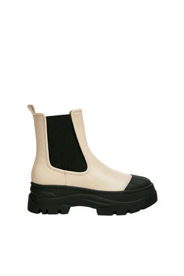 Contrast Chelsea boots