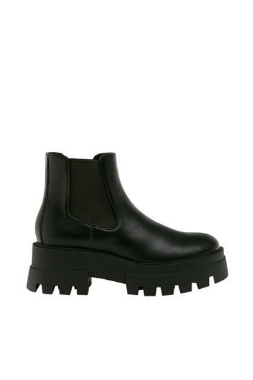 Ботинки на рифленой подошве с каблуком