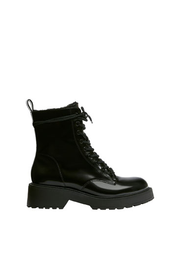 Lace-up lined ankle boots