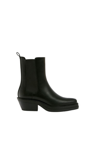 Ankle boots with square toe