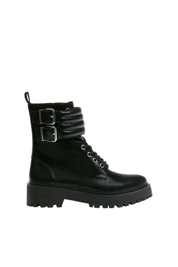Ankle boots with padded buckles