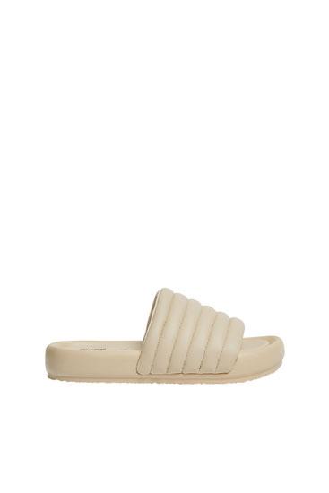 Стеганые сандалии