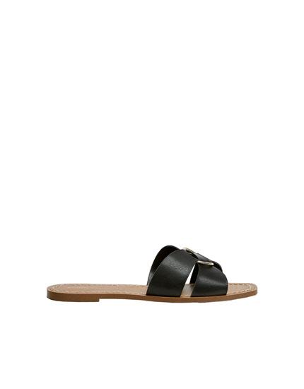 Halkalı siyah bantlı sandalet