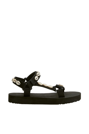 Flat sporty sandals with seashell details