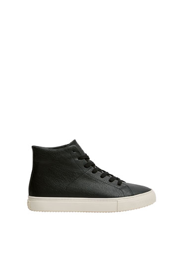 Urban high-top trainers