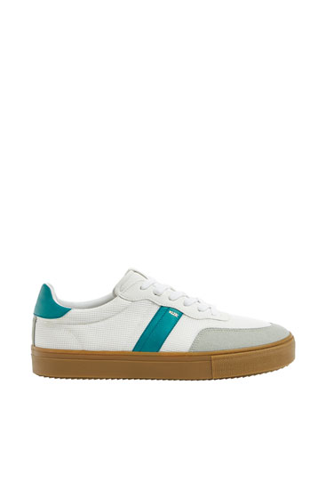 Trainers with side stripe