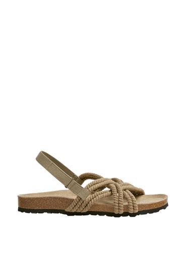 Sandália com cordas