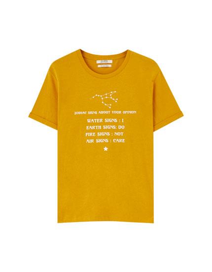 T-shirt med stjernetegnsmotiv
