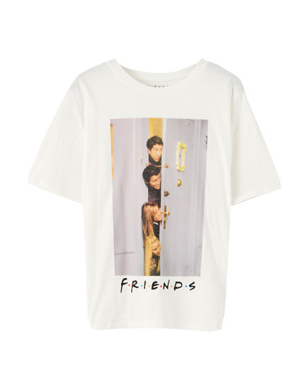 White T-shirt with the Friends characters behind a door