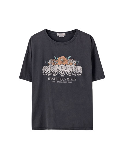 T-shirt with skull and flower illustration
