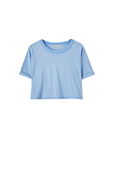 Cropped T-shirt with an unfinished hem