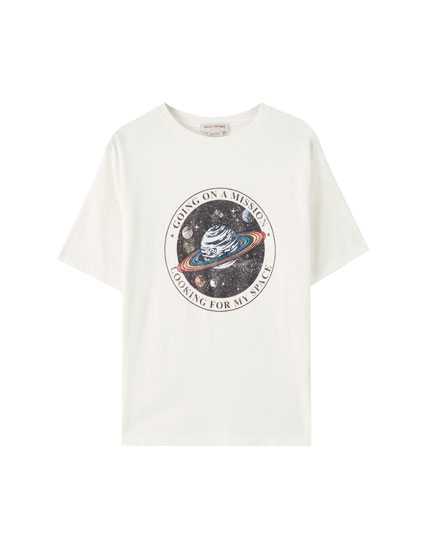 T-shirt with a Saturn illustration