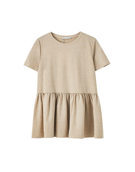 T-shirt with ruffles at the bottom