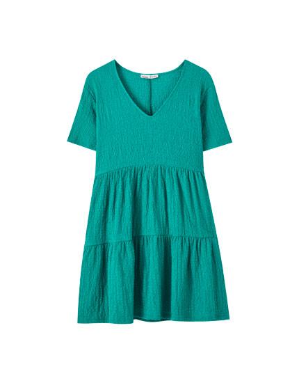 Φαρδύ φόρεμα με ανάγλυφη υφή και βολάν