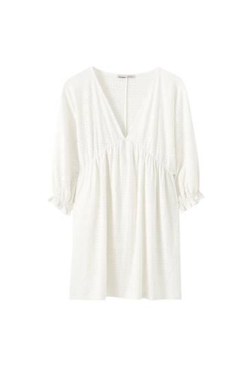 Λευκό φόρεμα με γκιπούρ και λάστιχο