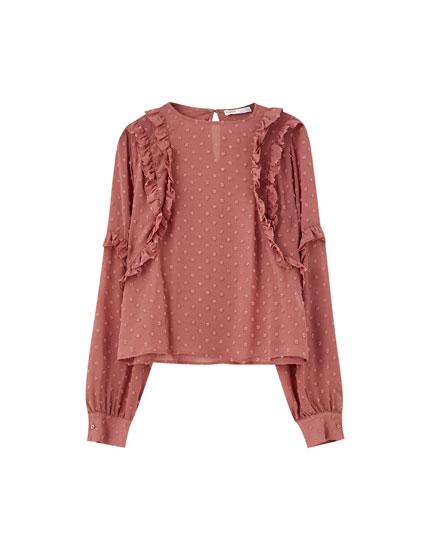 Ροζ μπλούζα με βολάν και ανάγλυφα πουά