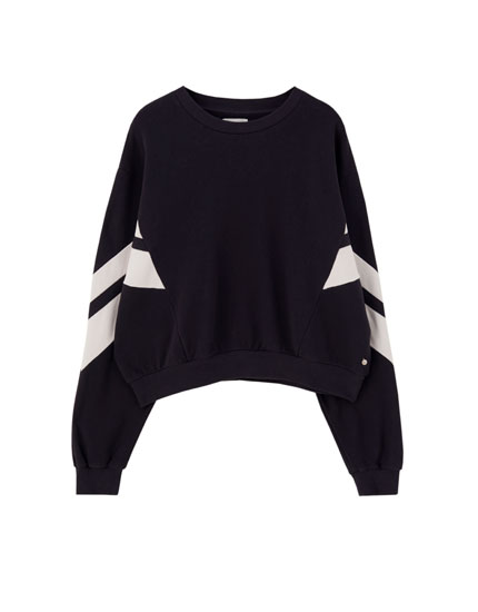 Blue sweatshirt with a contrast colour block design