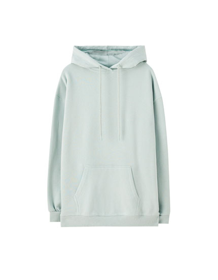 Oversize hoodie with a pocket