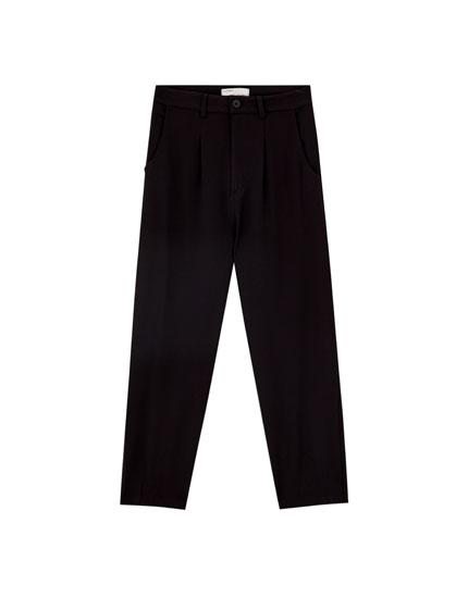 Μαύρο παντελόνι με πιέτες