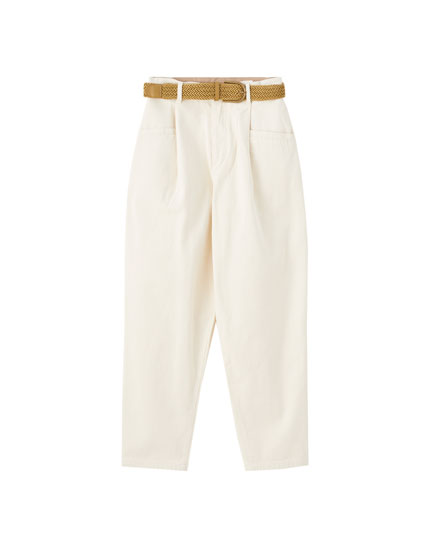 Μπεζ παντελόνι με πιέτες και ζώνη