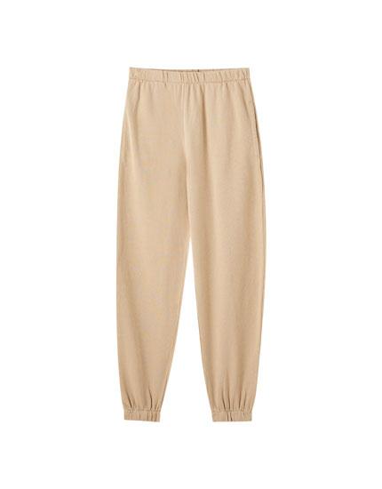Ξεβαμμένο παντελόνι jogging basic