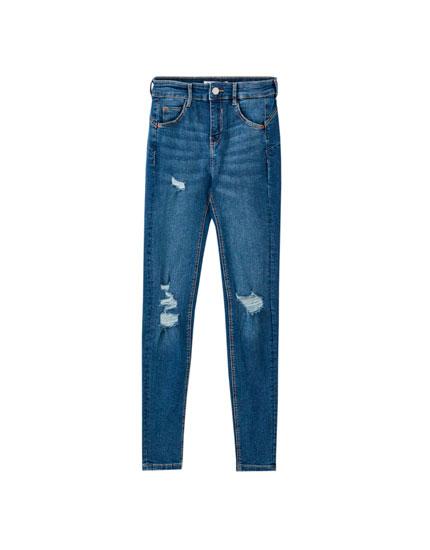Push-up-Jeans mit Rissen