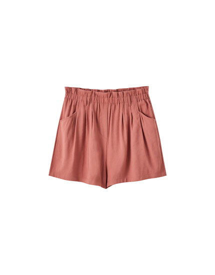 Plain Bermuda shorts with an elastic waistband
