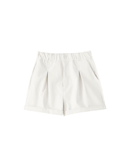 Elasticated faux leather Bermuda shorts