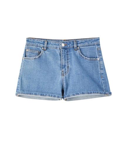 Short en jean déchiré taille moyenne