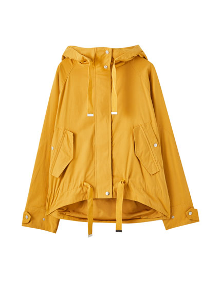 Short parka with adjustable hem