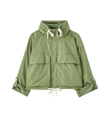 Lightweight jacket with front pockets