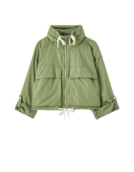Легкая куртка с карманами