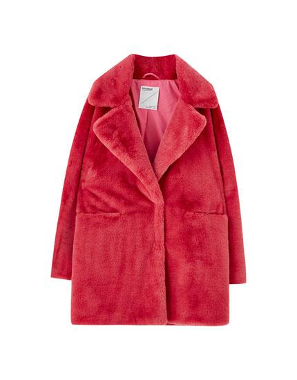 Różowy płaszcz ze sztucznego futerka