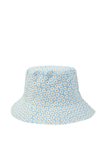 Blue bucket hat with daisies