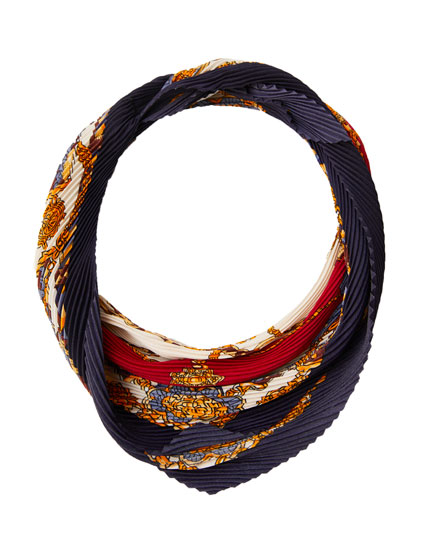 Pleated chain print neckerchief