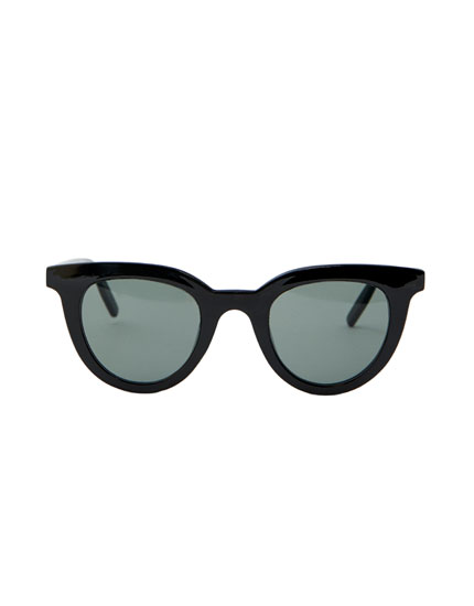 Wide-leg sunglasses with resin frame