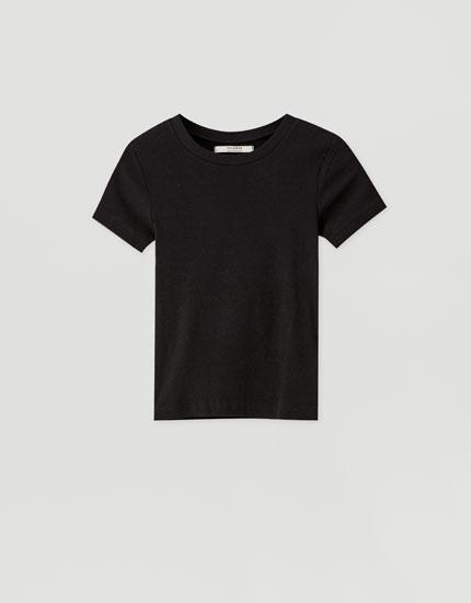 Цветная футболка из ткани в рубчик