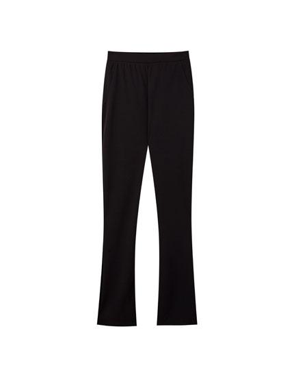 Pantalón legging acampanado negro