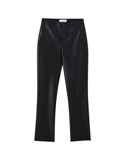 Schwarze Hose aus Kunstleder