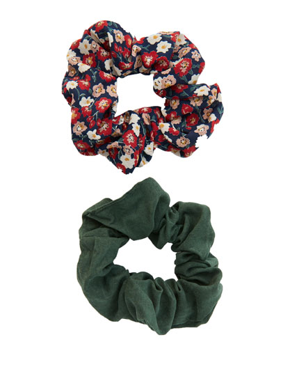 Pack of 2 green and floral scrunchies