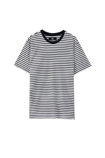 Short sleeve T-shirt with horizontal stripes