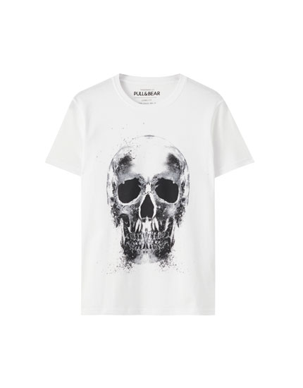 White T-shirt with a contrast skull illustration