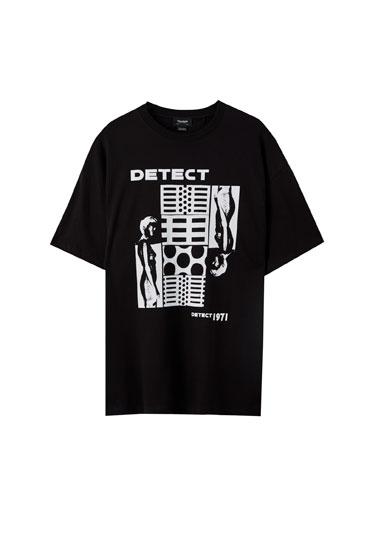 T-shirt preta com ilustração detect