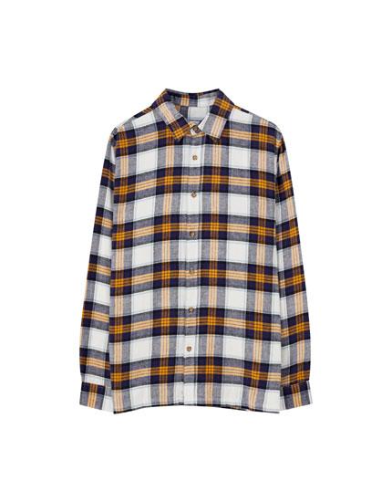Gelbes Hemd mit Schottenkaros