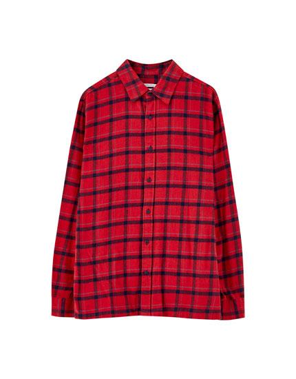 Rotes Hemd mit Karoprint