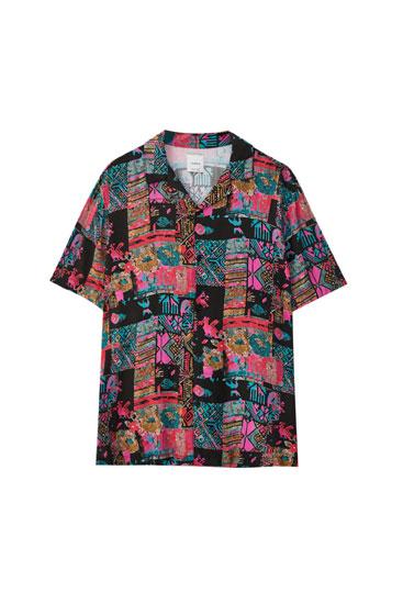 Fuchsia shirt with geometric print