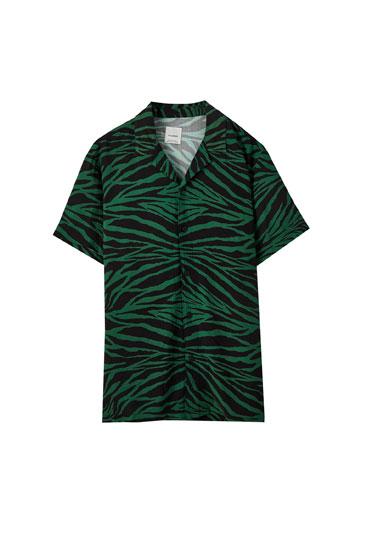 Grünes Hemd mit Zebramuster