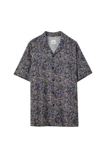 Blaues Hemd mit geometrischem Print