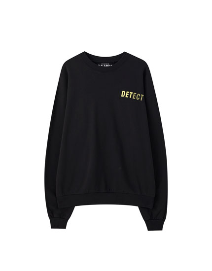 "Black sweatshirt with ""detect"" slogan"